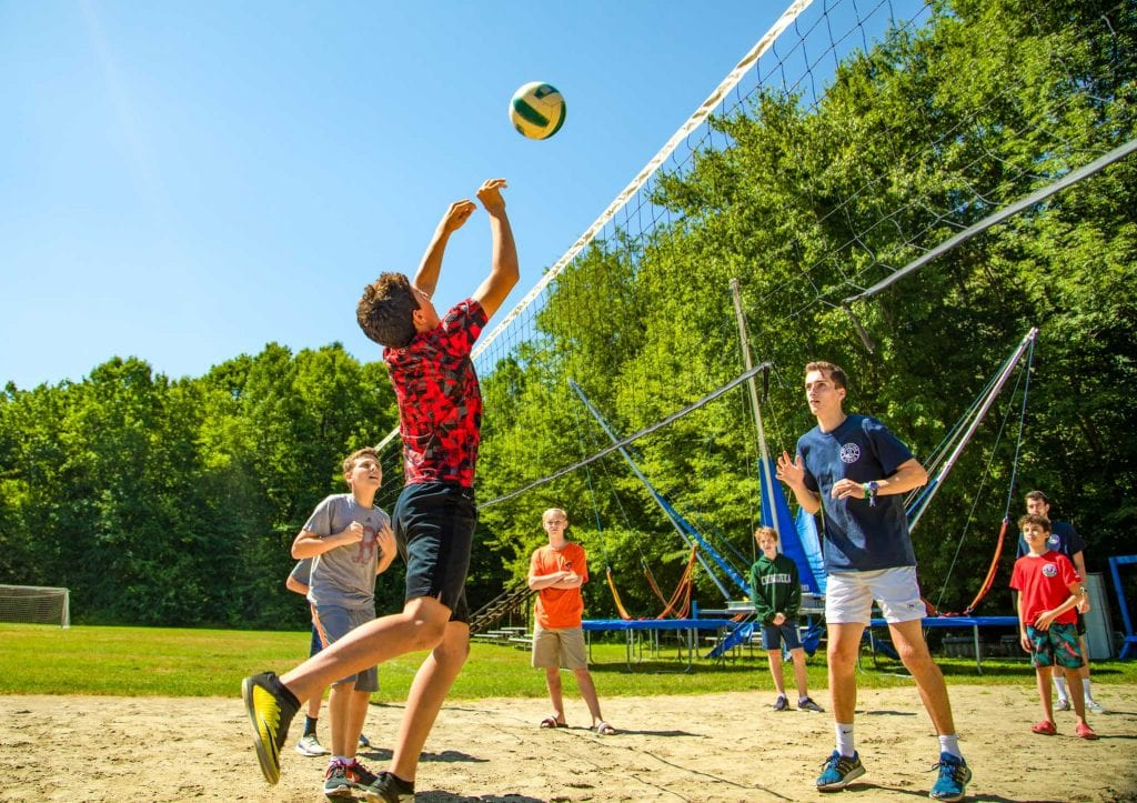 campers-playing-volleyball